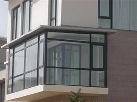 阳台窗优势强大 是居家生活的重要选择