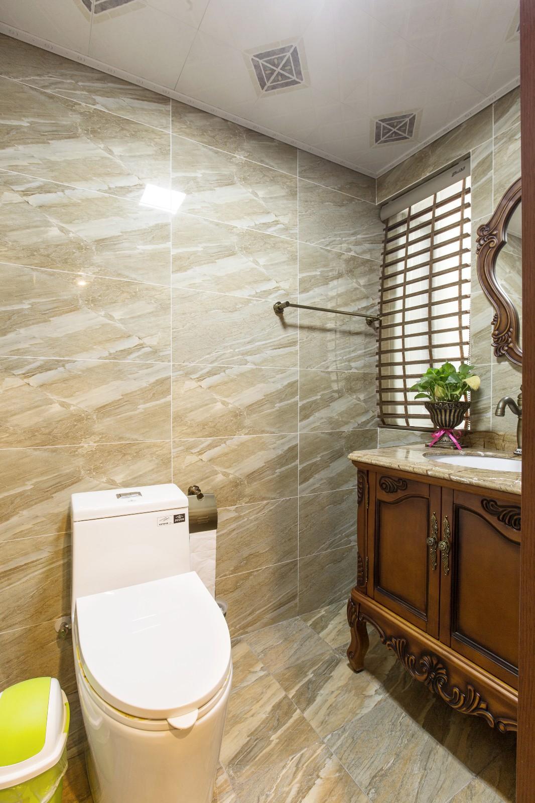 新古典卫生间背景墙实景图