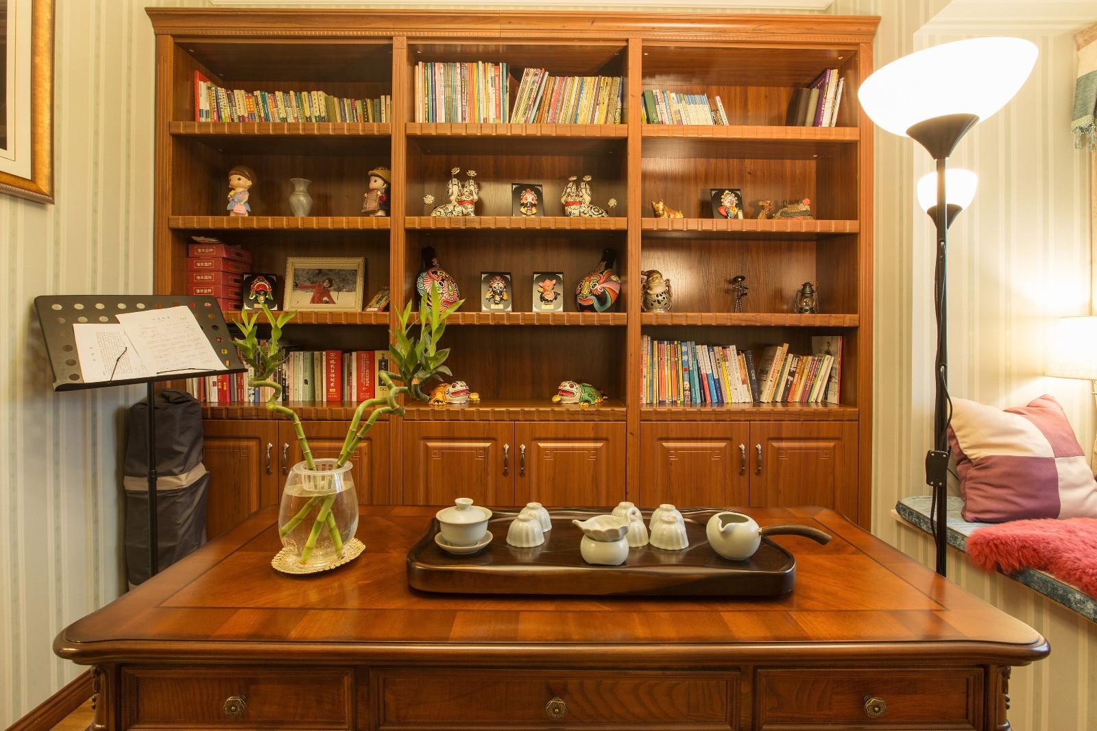 新古典书房工作区实景图