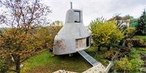 """捷克建筑师建造的非比寻常的住宅 混凝土支柱上的""""果园之屋"""""""