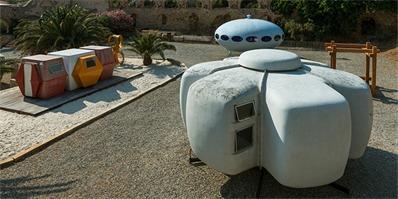 """未来派的微型住宅,""""乌托邦塑料""""展览"""