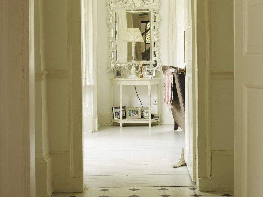 镜子可以对着门吗 如何化解镜子对着门