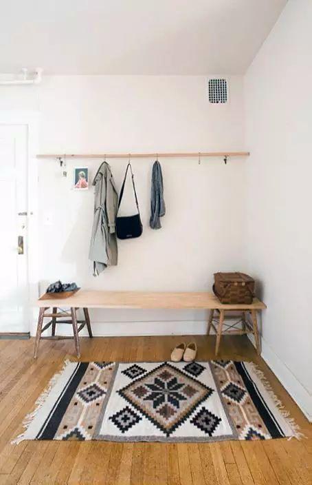 如果懒的装修或是选购材料,自己动手搬个开叉的木板一样用着很顺手.