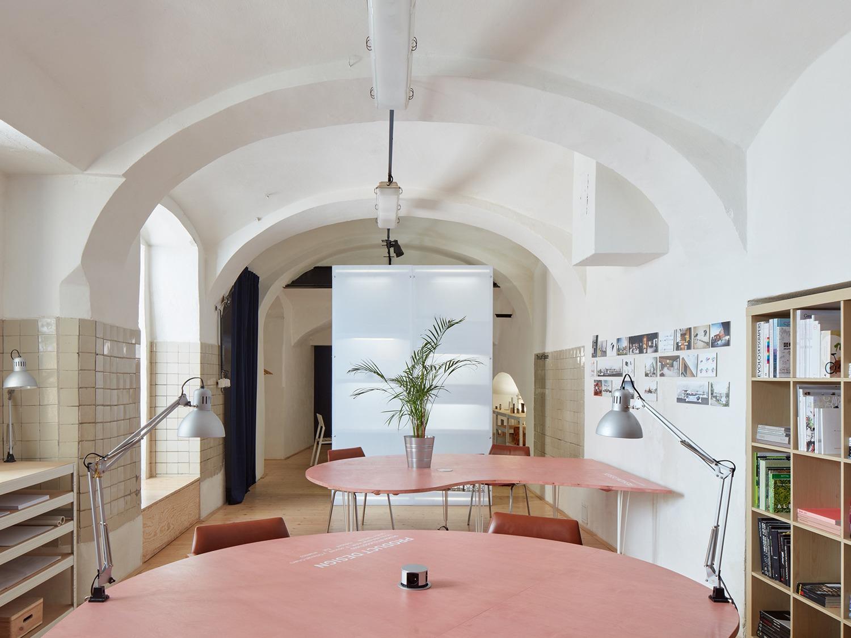 捷克Distillery文化办公空间,为弃置建筑赋予新的功能价值