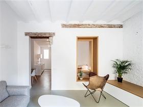 巴塞羅那TS01公寓翻新:提升空間與采光品質,同時保留舊的建筑元素