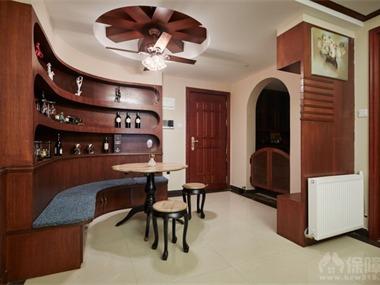 本案采用了 现代美式,家具多以桃木,及枫木制作,这