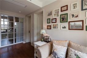 简约客厅照片墙实景图